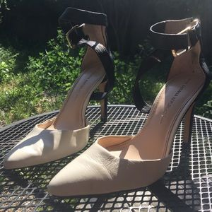 Banana Republic Black & White Heel
